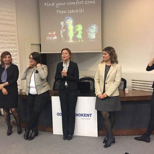 Türksh Wın Steamwın organizasyonu Ank. YK başkanı Nurcan SUNAY ve Vodafone müdürü Ceyda SÜER'in açılış konuşmaları ile başladı