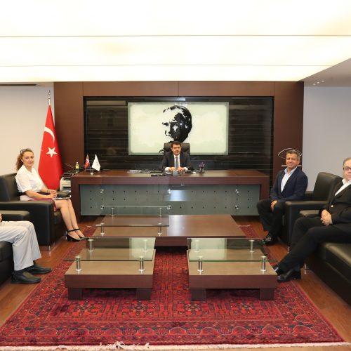 Türkiye Bilişim Derneği İstanbul Şubesi Yönetim Kurulu Üyeleri, İstanbul Valisi Sayın Vasip Şahin'i makamında ziyaret etti.