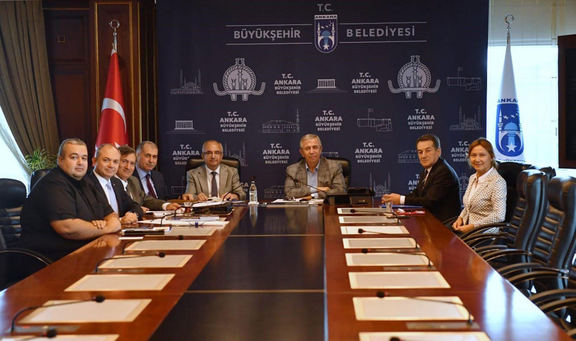 Türkiye Bilişim Deneği Heyeti, Ankara Büyükşehir Belediyesi Başkanı Sayın Mansur YAVAŞ'ı Makamında Ziyaret Etti
